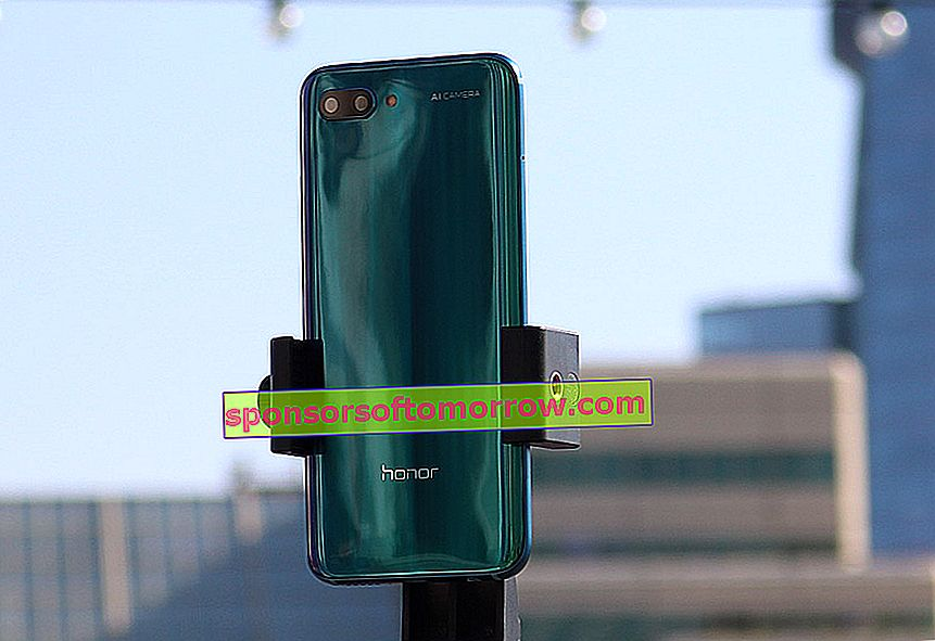 we have tested Honor 10 green color