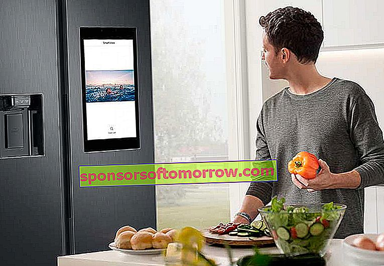 the key features of Samsung Family Hub connected fridges videos