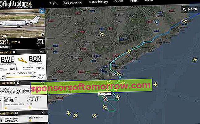 Web Flightradar 24 with flight in Barcelona