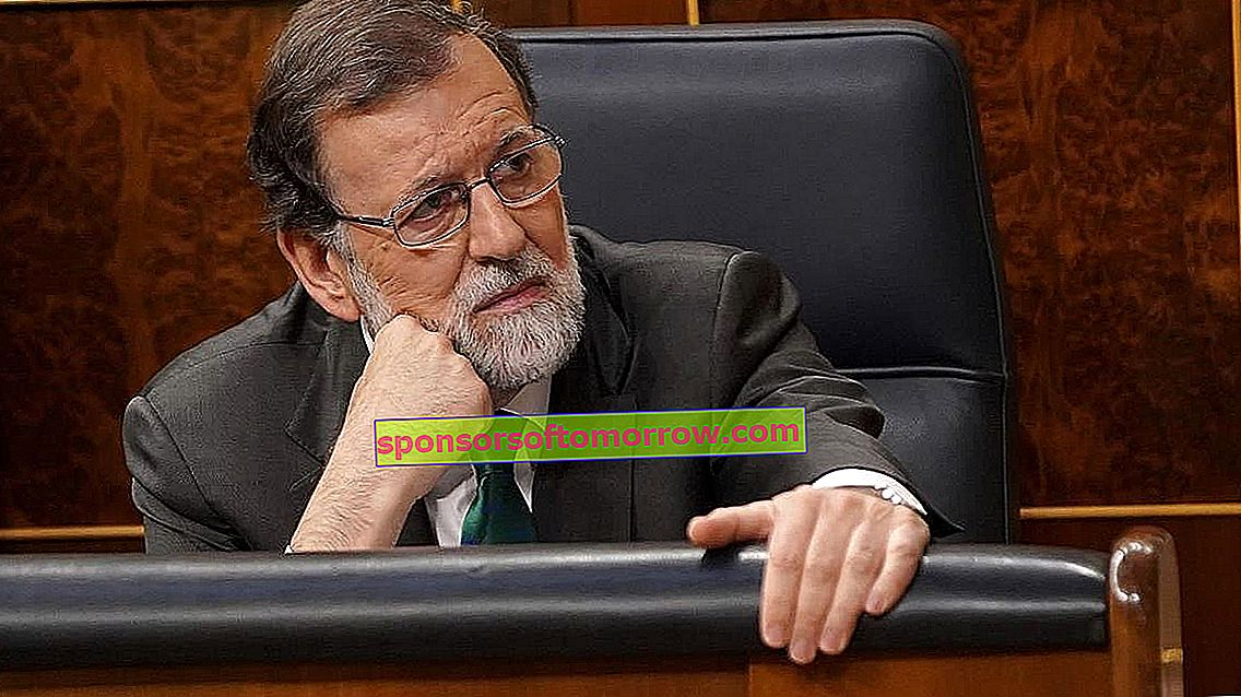 How to make the joke Rajoy has left the group on WhatsApp