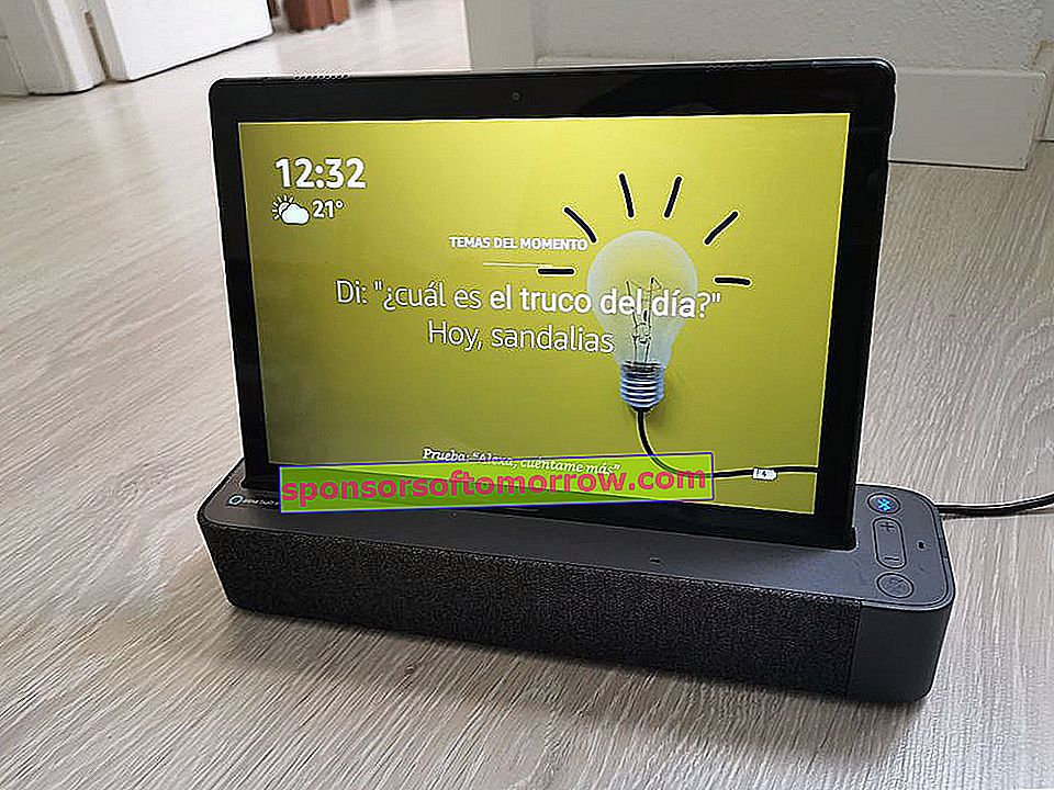 Lenovo Smart Tab P10 with speaker stand